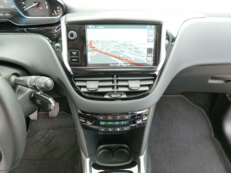 Photo 24 de l'offre de PEUGEOT 2008 1.6 E-HDI115 FAP ALLURE à 19900€ chez Azur Automobile