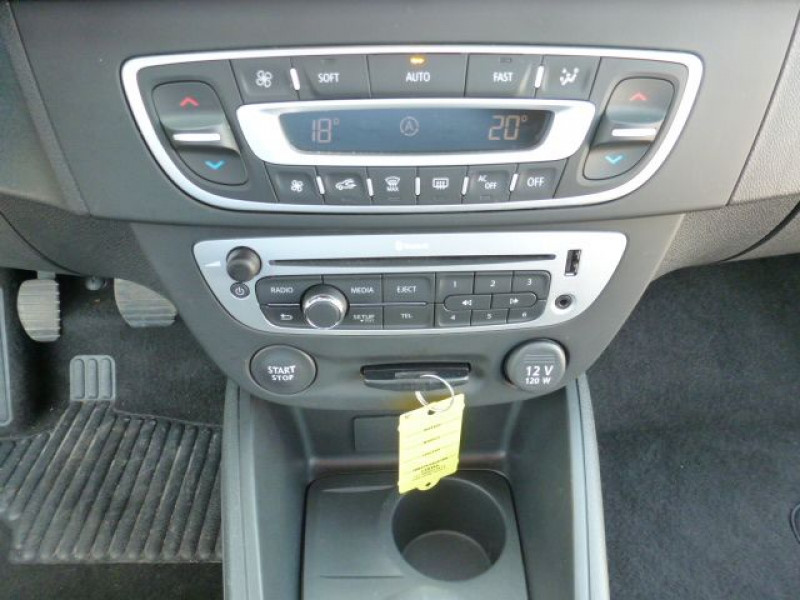 Photo 17 de l'offre de RENAULT MEGANE III 1.5 DCI110 FAP EXPRESSION ECO² à 14990€ chez Azur Automobile