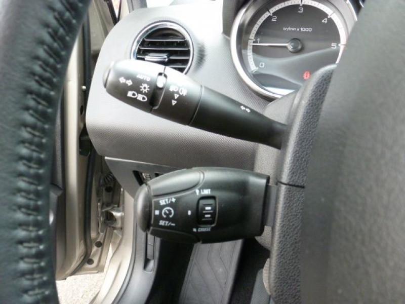 Photo 10 de l'offre de PEUGEOT 308 1.6 E-HDI112 FAP ACTIVE 5P à 11990€ chez Azur Automobile