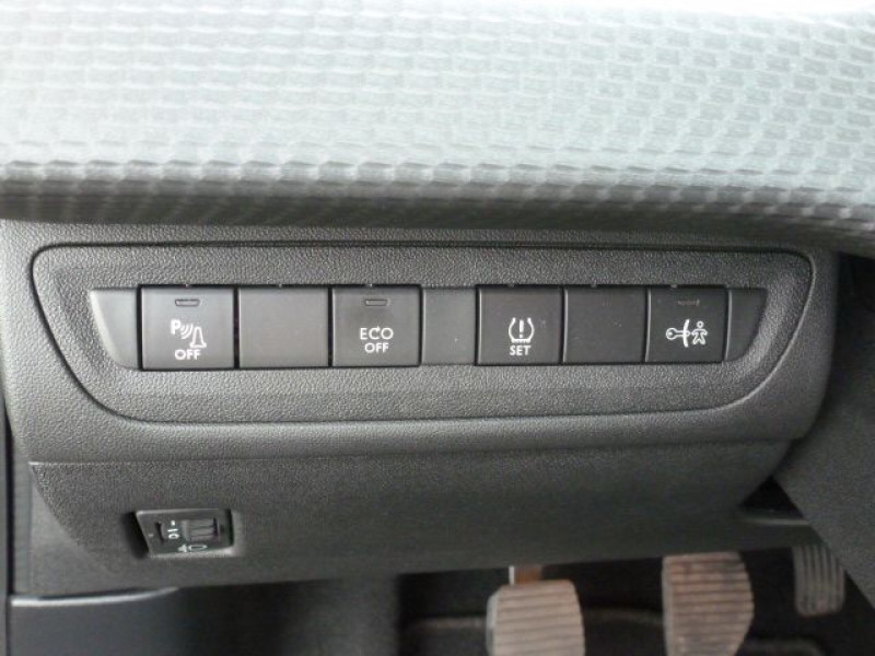 Photo 25 de l'offre de PEUGEOT 2008 1.6 BLUEHDI 120CH ALLURE S&S à 19990€ chez Azur Automobile