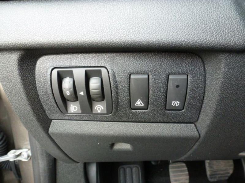 Photo 20 de l'offre de RENAULT MEGANE III 1.5 DCI110 FAP EXPRESSION ECO² à 14990€ chez Azur Automobile