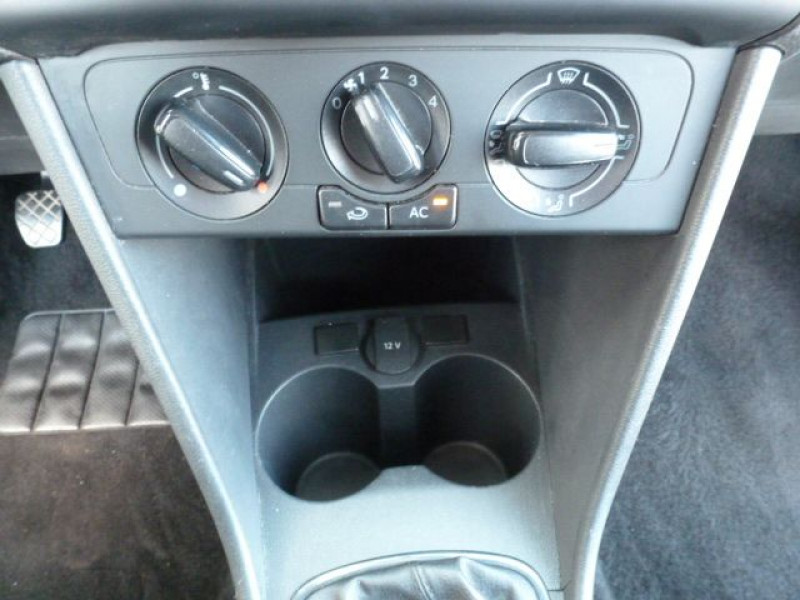 Photo 19 de l'offre de VOLKSWAGEN POLO 1.2 TSI 90CH BLUEMOTION TECHNOLOGY CONFORTLINE 5P à 10490€ chez Azur Automobile