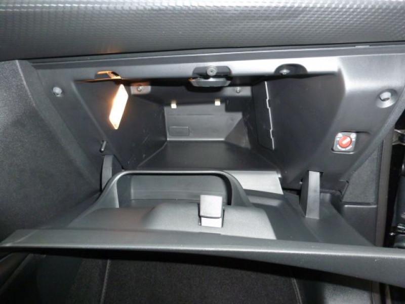 Photo 33 de l'offre de PEUGEOT 2008 1.6 E-HDI115 FAP ALLURE à 19900€ chez Azur Automobile
