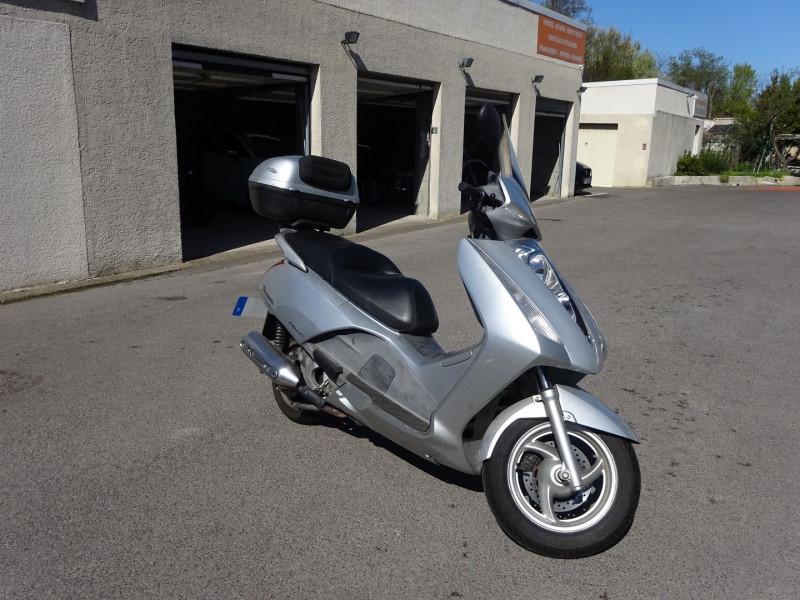 Photo 2 de l'offre de HONDA PANTHEON FES1254 FORCE SILVER METALLIC à 990€ chez Automobiles Raoul Moço