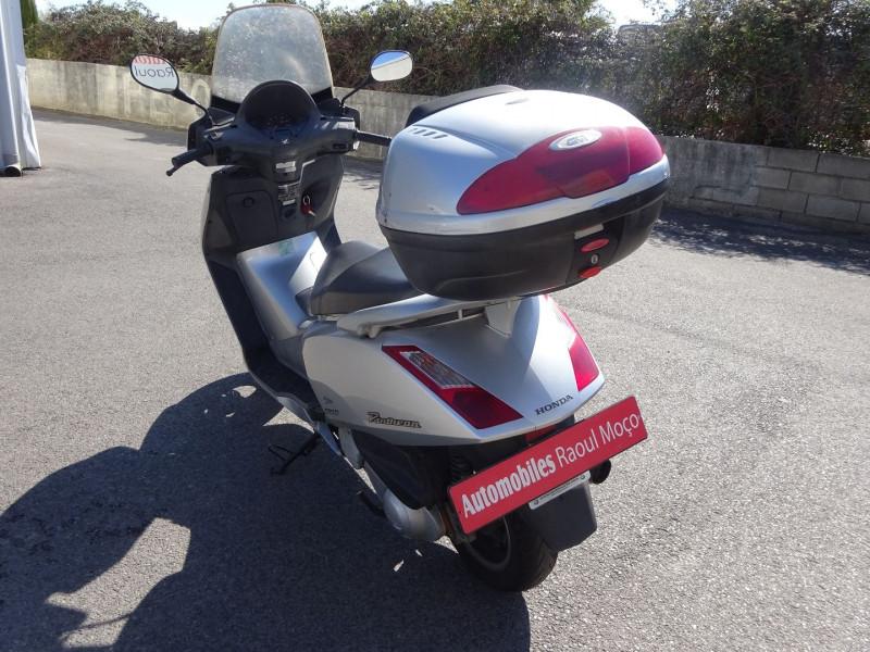 Photo 6 de l'offre de HONDA PANTHEON FES1254 FORCE SILVER METALLIC à 990€ chez Automobiles Raoul Moço