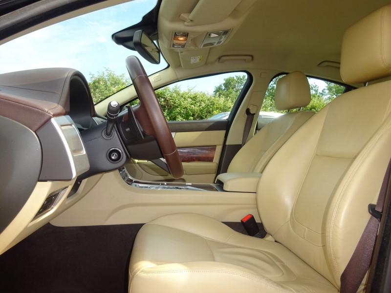 Photo 4 de l'offre de JAGUAR XF 2.2 D 200CH LUXE PREMIUM à 14900€ chez Automobiles Raoul Moço