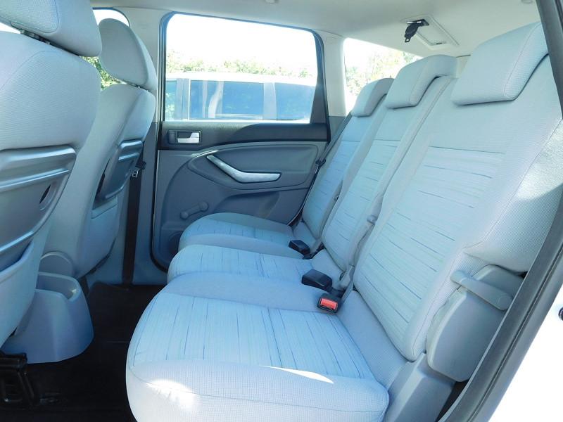 Photo 7 de l'offre de FORD C-MAX 1.6 TDCI 90CH TREND à 4900€ chez Automobiles Raoul Moço