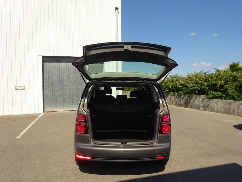 Photo 8 de l'offre de VOLKSWAGEN TOURAN 2.0 TDI 140CH CONFORTLINE à 4900€ chez Automobiles Raoul Moço