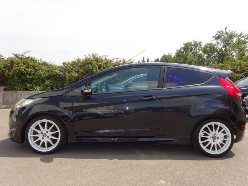 Photo 3 de l'offre de FORD FIESTA 1.25 60CH AMBIENTE 3P à 3900€ chez Automobiles Raoul Moço