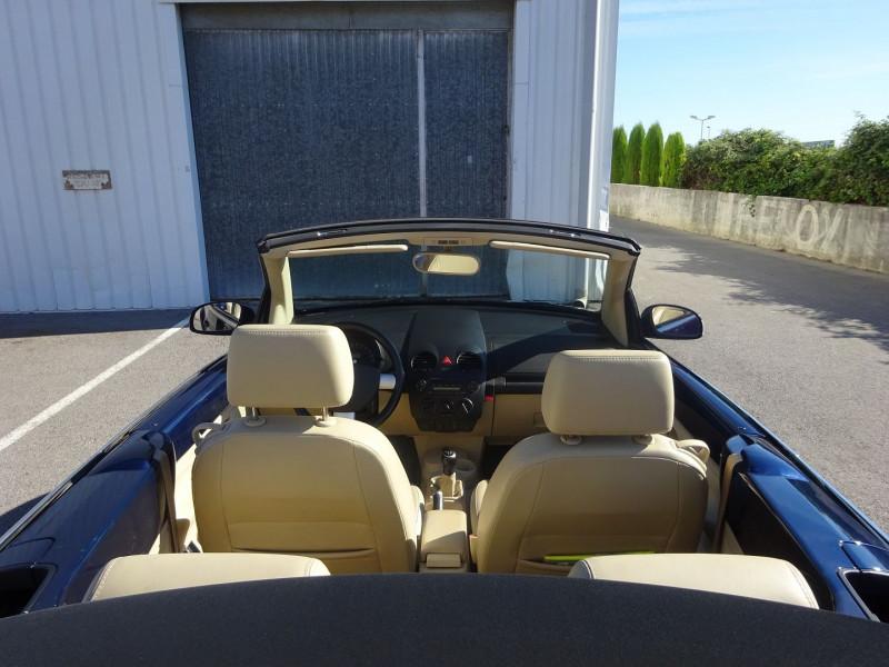 Photo 8 de l'offre de VOLKSWAGEN BEETLE CAB 2.0 115CH CARAT à 6900€ chez Automobiles Raoul Moço