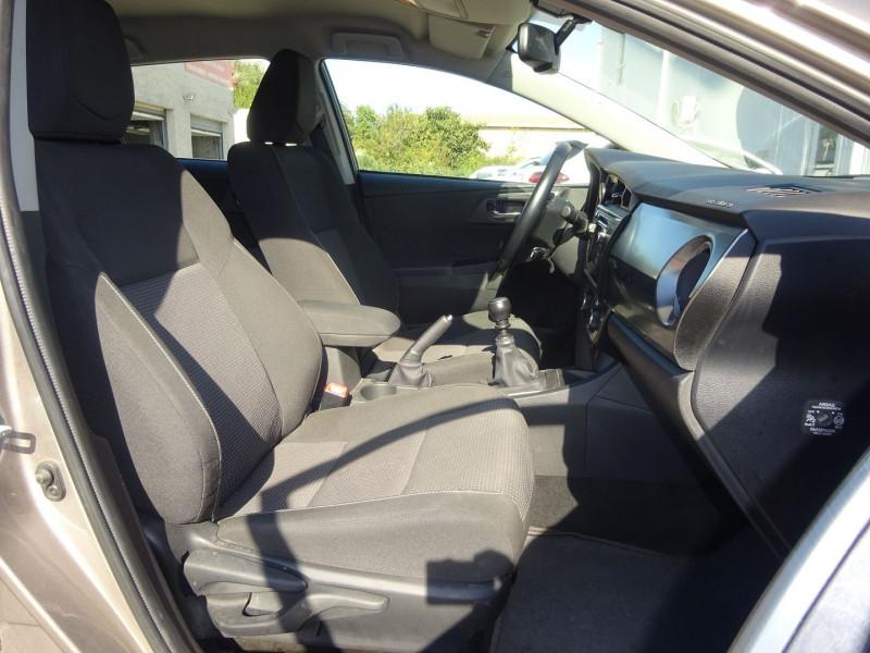Photo 6 de l'offre de TOYOTA AURIS 100 VVT-I DYNAMIC à 9900€ chez Automobiles Raoul Moço