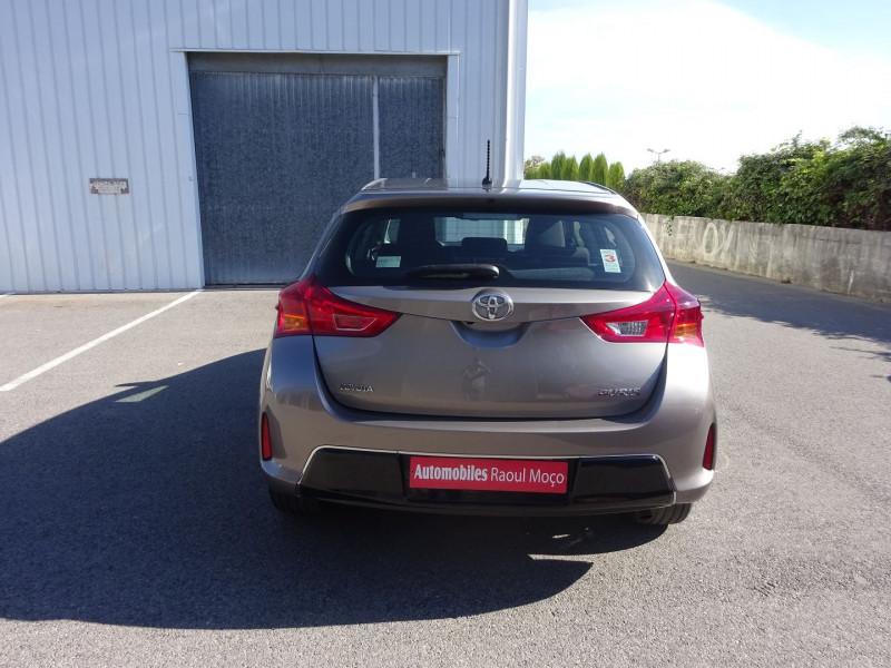 Photo 10 de l'offre de TOYOTA AURIS 100 VVT-I DYNAMIC à 9900€ chez Automobiles Raoul Moço