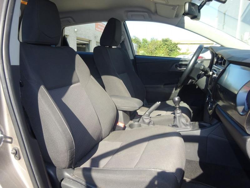 Photo 5 de l'offre de TOYOTA AURIS 100 VVT-I DYNAMIC à 9900€ chez Automobiles Raoul Moço