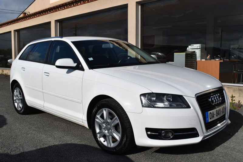 Audi A3 1.6 TDI 105CH FAP AMBITION Diesel BLANC Occasion à vendre