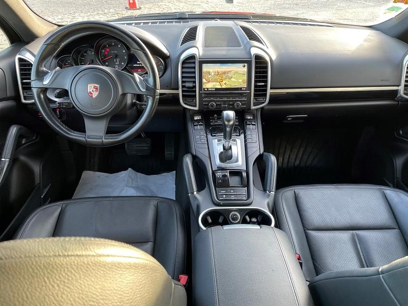 Photo 2 de l'offre de PORSCHE CAYENNE (958) V6 TIPTRONIC BOITE AUTOMATIQUE à 25690€ chez Univers auto