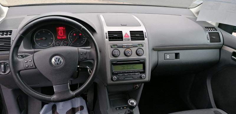 Photo 8 de l'offre de VOLKSWAGEN TOURAN 1.9 TDI 105CH CONFORTLINE à 6990€ chez Loz'auto
