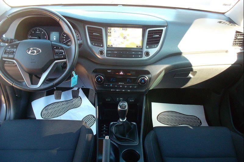 Photo 4 de l'offre de HYUNDAI TUCSON 1.7 CRDI 115CH BUSINESS 2WD à 14500€ chez François-Pierre automobiles