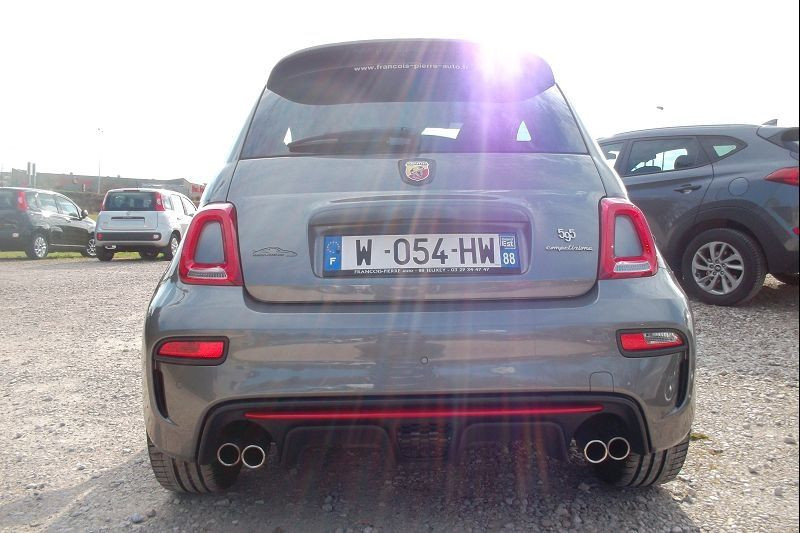 Photo 4 de l'offre de ABARTH 500 1.4 TURBO T-JET 180CH 595 COMPETIZIONE MY19 à 26900€ chez François-Pierre automobiles