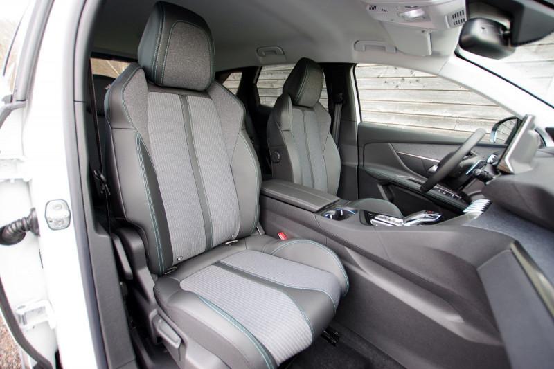 Photo 4 de l'offre de PEUGEOT 3008 1.5 BLUEHDI 130CH S&S ALLURE PACK EAT8 à 33700€ chez ACCEL' AUTO