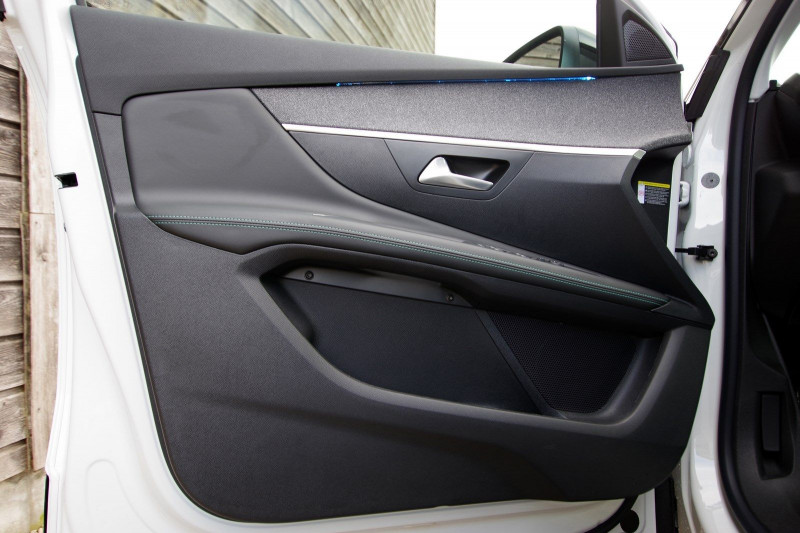 Photo 7 de l'offre de PEUGEOT 3008 1.5 BLUEHDI 130CH S&S ALLURE PACK EAT8 à 33700€ chez ACCEL' AUTO