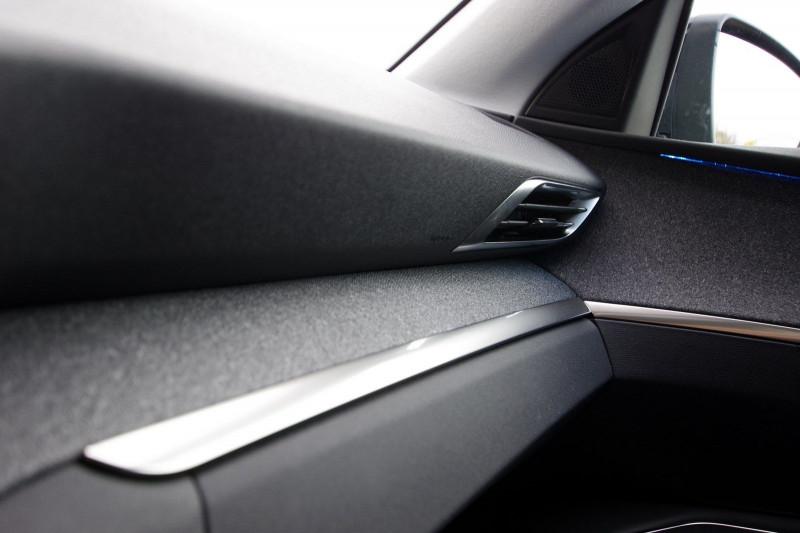Photo 8 de l'offre de PEUGEOT 3008 1.5 BLUEHDI 130CH S&S ALLURE PACK EAT8 à 33700€ chez ACCEL' AUTO
