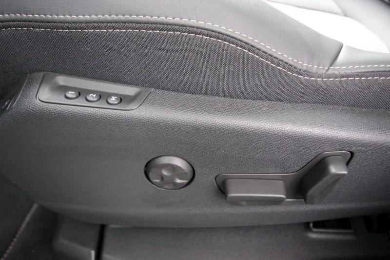 Photo 10 de l'offre de PEUGEOT 3008 HYBRID4 300CH GT E-EAT8 à 38800€ chez ACCEL' AUTO