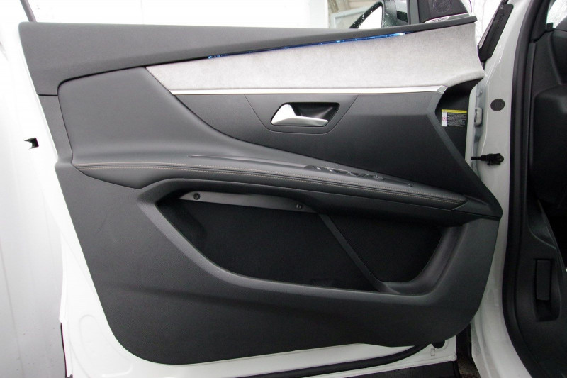 Photo 8 de l'offre de PEUGEOT 3008 HYBRID4 300CH GT E-EAT8 à 38800€ chez ACCEL' AUTO