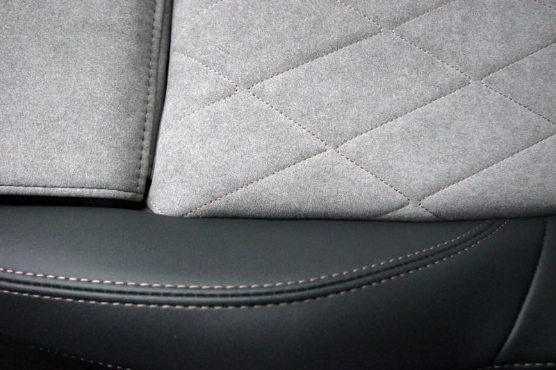 Photo 17 de l'offre de PEUGEOT 3008 HYBRID4 300CH GT E-EAT8 à 38800€ chez ACCEL' AUTO