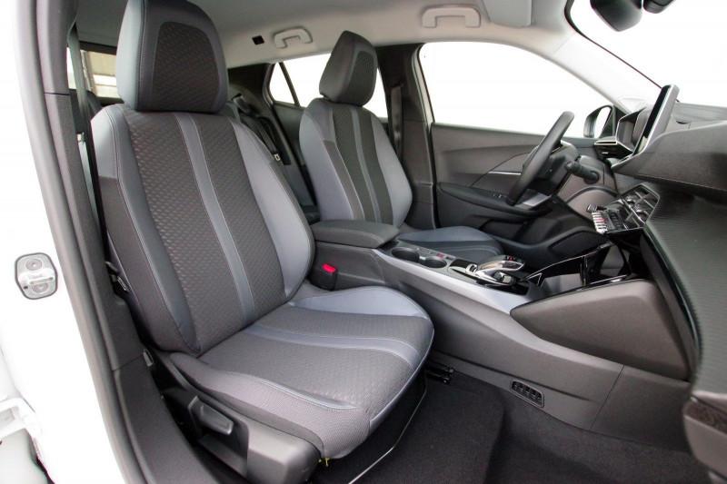Photo 4 de l'offre de PEUGEOT 2008 E-2008 136CH ALLURE à 25990€ chez ACCEL' AUTO
