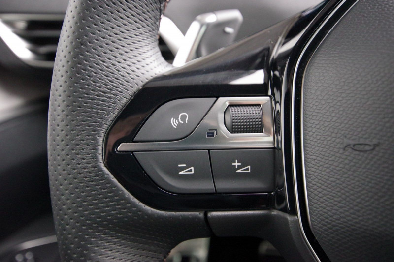 Photo 12 de l'offre de PEUGEOT 3008 HYBRID4 300CH GT E-EAT8 à 38800€ chez ACCEL' AUTO