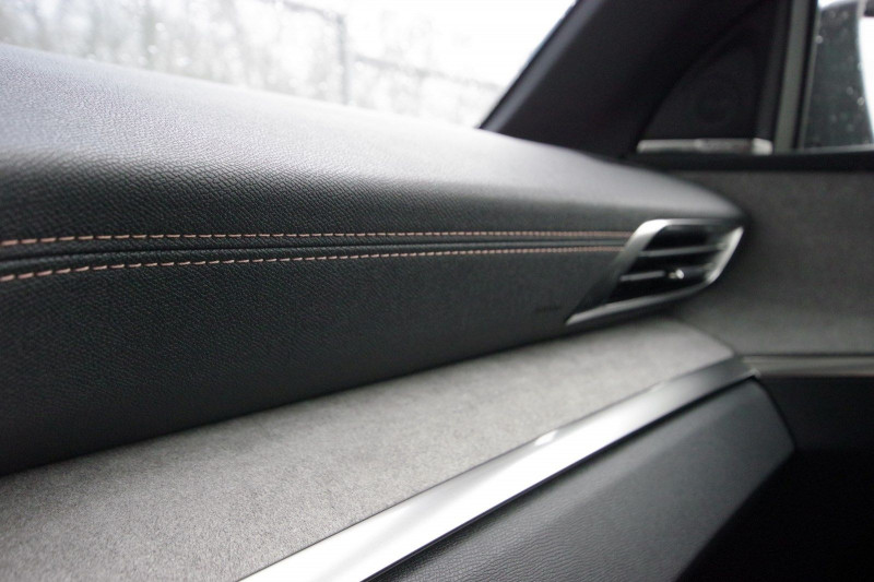 Photo 28 de l'offre de PEUGEOT 3008 HYBRID4 300CH GT E-EAT8 à 38800€ chez ACCEL' AUTO
