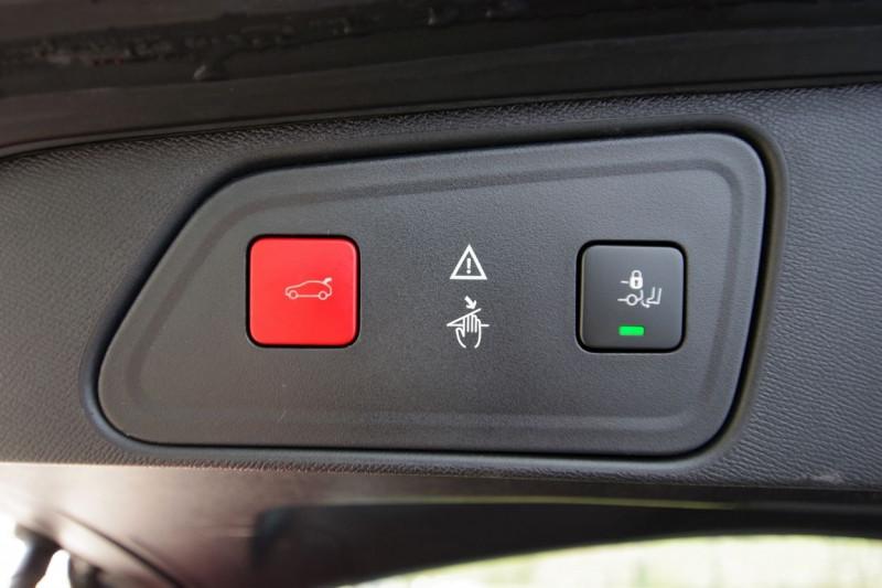 Photo 13 de l'offre de PEUGEOT 3008 HYBRID4 300CH GT E-EAT8 à 38800€ chez ACCEL' AUTO