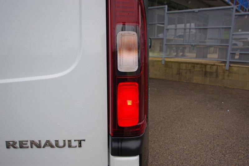 Photo 7 de l'offre de RENAULT TRAFIC III FG L2H1 1200 2.0 DCI 120 CABINE APPROFONDIE GRAND CONFORT E6 à 27480€ chez ACCEL' AUTO