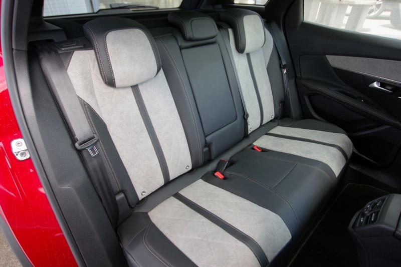 Photo 9 de l'offre de PEUGEOT 3008 HYBRID4 300CH GT E-EAT8 à 38800€ chez ACCEL' AUTO