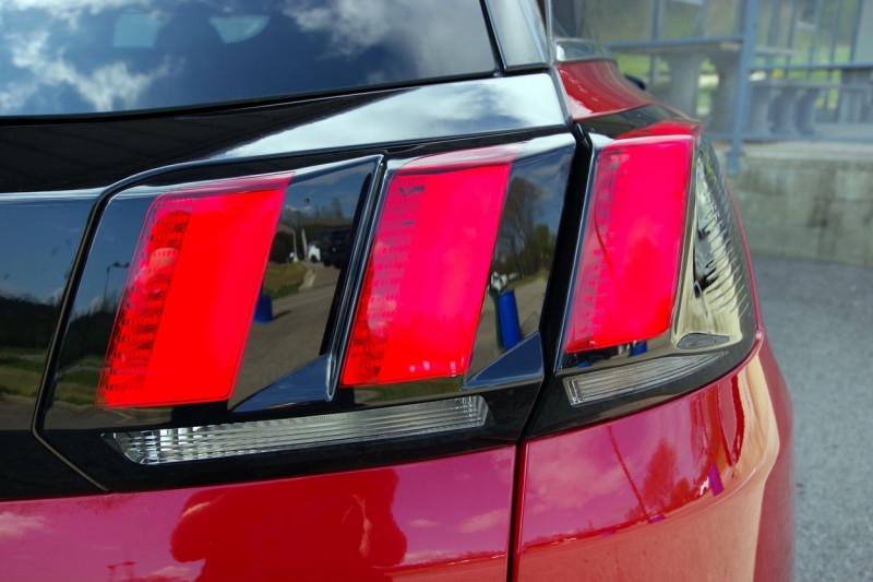 Photo 16 de l'offre de PEUGEOT 3008 HYBRID4 300CH GT E-EAT8 à 38800€ chez ACCEL' AUTO