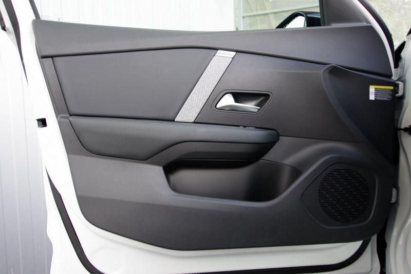 Photo 5 de l'offre de CITROEN C4 BLUEHDI 130CH S&S FEEL PACK EAT8 à 26180€ chez ACCEL' AUTO