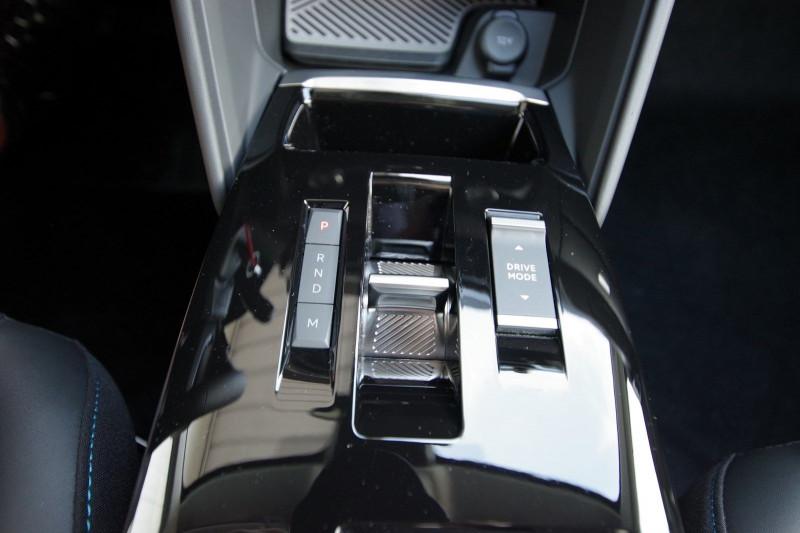 Photo 10 de l'offre de CITROEN C4 BLUEHDI 130CH S&S FEEL PACK EAT8 à 26180€ chez ACCEL' AUTO