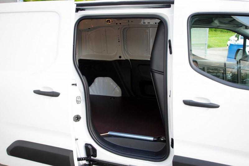 Photo 10 de l'offre de OPEL COMBO CARGO L1H1 650KG 1.5 100CH S&S PACK CLIM à 16800€ chez ACCEL' AUTO