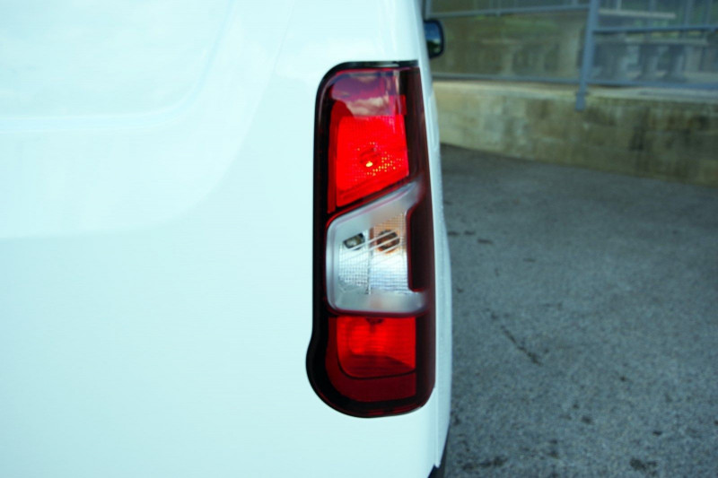 Photo 8 de l'offre de OPEL COMBO CARGO L1H1 650KG 1.5 100CH S&S PACK CLIM à 16800€ chez ACCEL' AUTO