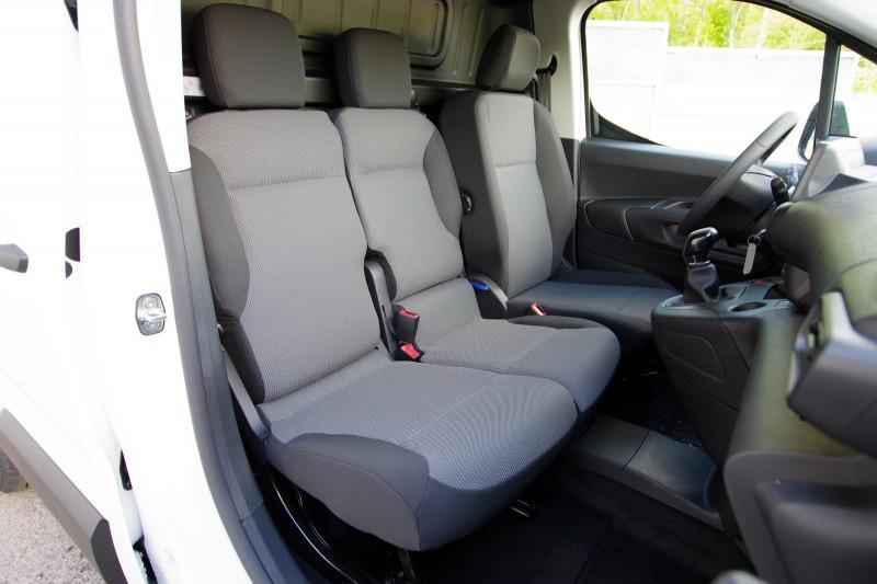 Photo 4 de l'offre de OPEL COMBO CARGO L1H1 650KG 1.5 100CH S&S PACK CLIM à 16800€ chez ACCEL' AUTO