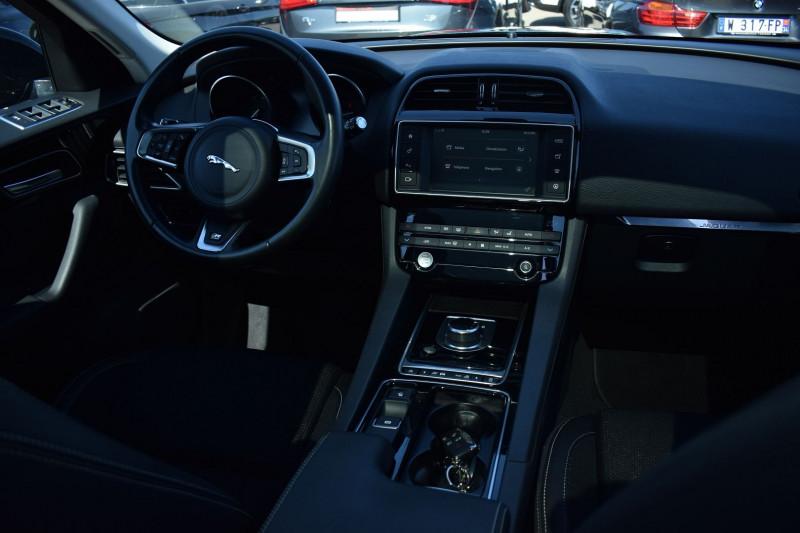 Photo 2 de l'offre de JAGUAR F-PACE V6 3.0D 300CH R-SPORT 4X4 BVA8 à 31900€ chez Univers Motors