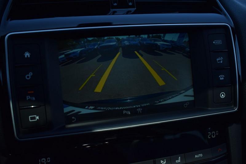 Photo 4 de l'offre de JAGUAR F-PACE V6 3.0D 300CH R-SPORT 4X4 BVA8 à 31900€ chez Univers Motors
