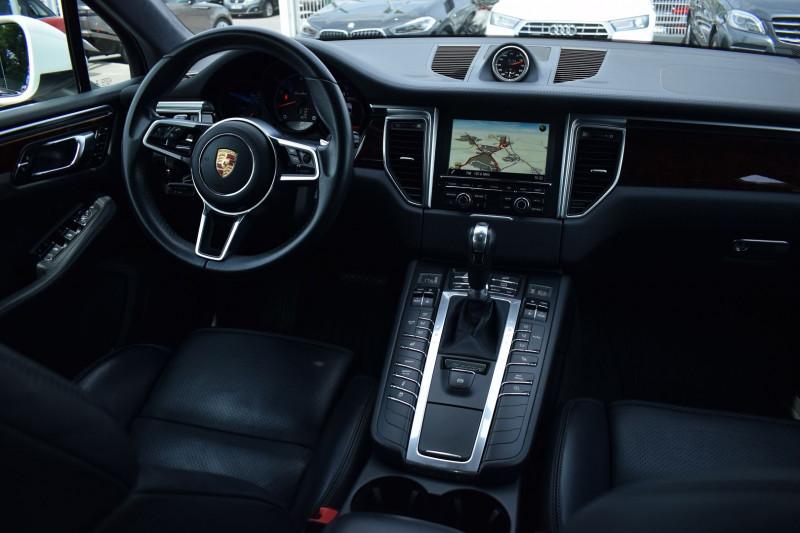 Photo 2 de l'offre de PORSCHE MACAN 3.6 V6 400CH TURBO PDK à 47900€ chez Univers Motors