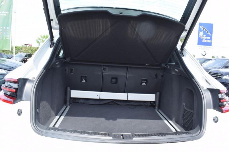 Photo 10 de l'offre de PORSCHE MACAN 3.6 V6 400CH TURBO PDK à 47900€ chez Univers Motors
