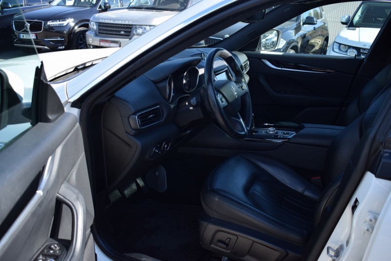 Photo 16 de l'offre de MASERATI LEVANTE 3.0 V6 250CH DIESEL à 39900€ chez Univers Motors