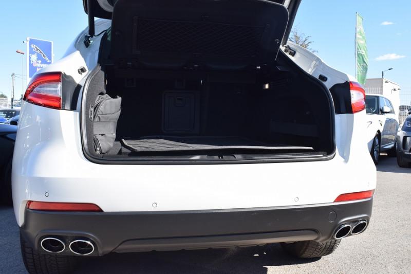 Photo 18 de l'offre de MASERATI LEVANTE 3.0 V6 250CH DIESEL à 39900€ chez Univers Motors