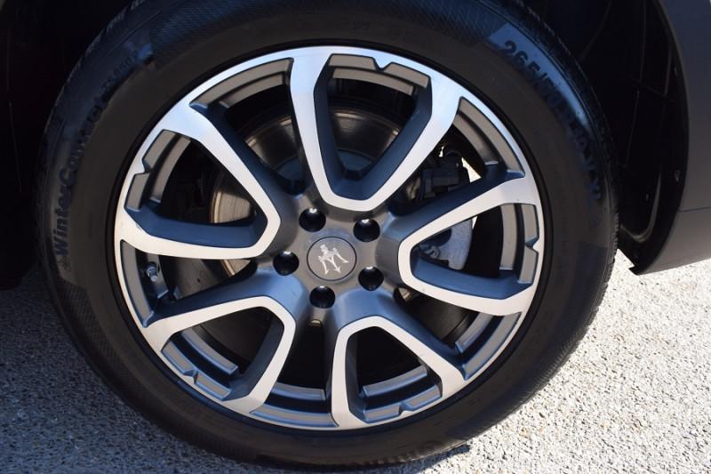 Photo 20 de l'offre de MASERATI LEVANTE 3.0 V6 250CH DIESEL à 39900€ chez Univers Motors