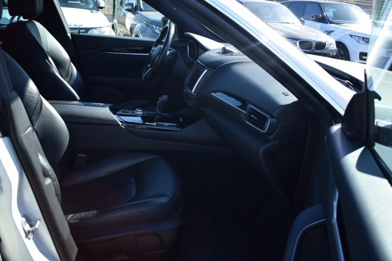 Photo 15 de l'offre de MASERATI LEVANTE 3.0 V6 250CH DIESEL à 39900€ chez Univers Motors