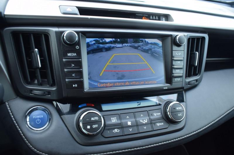 Photo 3 de l'offre de TOYOTA RAV4 197 HYBRIDE DYNAMIC 2WD CVT à 21900€ chez Univers Motors
