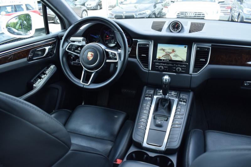 Photo 2 de l'offre de PORSCHE MACAN 3.6 V6 400CH TURBO PDK à 46900€ chez Univers Motors